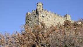 El castillo medieval de Ussel almacen de video