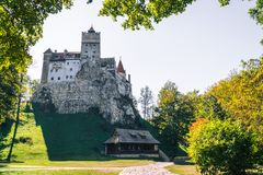 El castillo medieval del salvado Viaje y vacaciones a Europa, viaje día soleado hermoso, espacio de la copia Brasov, Transilvania fotografía de archivo
