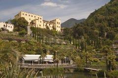 El castillo Merano Italia de Trauttmansdorff florece y los jardines de las orquídeas foto de archivo