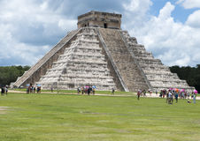 El Castillo pyramid i Chichen Itza Arkivfoton