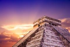 El Castillo pyramid i Chichen Itza, Yucatan, Mexico Royaltyfri Bild