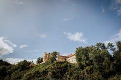 El castillo Schloss Hohenschwangau en Schloss Neuschwanstein Imagenes de archivo