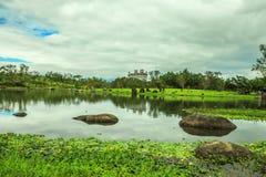 El castillo solo con el lago Imágenes de archivo libres de regalías