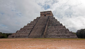 El Castillo Temple Kukulcan Pyramid at Mexico's Chichen Itza Mayan ruins Royalty Free Stock Photos