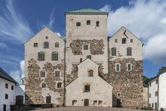 El castillo, Turku, Finlandia en un día de verano soleado fotografía de archivo
