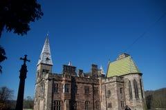 El castillo y la cruz fotografía de archivo