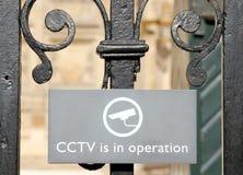 El CCTV en funcionamiento firma adentro Londres Fotografía de archivo