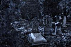 El cementerio gótico viejo Imágenes de archivo libres de regalías