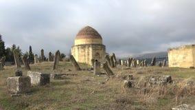 El cementerio musulmán antiguo El complejo de las tumbas 'Eddie Gumbez ' Shemakha, Azerbaijan metrajes