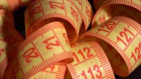 El centímetro gira en la tabla almacen de metraje de vídeo