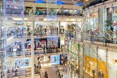 El centro comercial de Palladium en Praga adornó para la Navidad Imagen de archivo