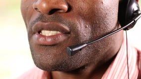 El centro de atención telefónica aconseja almacen de video