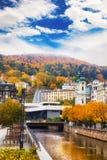 El centro de ciudad en Karlovy varía Fotografía de archivo