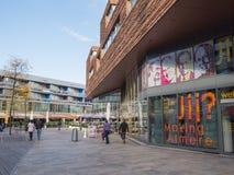 El centro de ciudad moderno de Almere, los Países Bajos imagenes de archivo