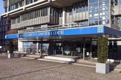 El centro de conferencia de la reina Elizabeth II Foto de archivo