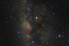 El centro de la galaxia de la vía láctea con las estrellas y el espacio sacan el polvo en fotografía de archivo