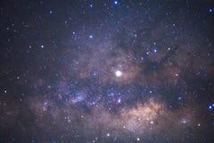 El centro de la galaxia de la vía láctea con las estrellas y el polvo en el universo, fotografía larga del espacio de la exposici imágenes de archivo libres de regalías