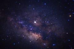 El centro de la galaxia de la vía láctea con las estrellas y el polvo en el universo, fotografía larga del espacio de la exposici fotografía de archivo libre de regalías
