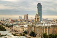 El centro de negocio de Ekaterinburg, capital de Ural, Rusia, 15 08 2014 años Foto de archivo libre de regalías