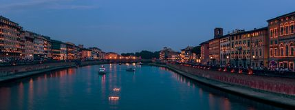 El centro de Pisa iluminó para el día de fiesta de Rainiero Luminara del santo, Toscana, Italia Fotografía de archivo libre de regalías