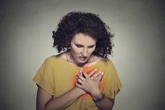 El centro enfermo envejeció a la mujer con el ataque del corazón, dolor imagenes de archivo