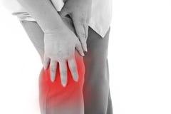 El centro envejeció a la mujer que sufría del dolor de la rodilla, lesión común Fotos de archivo libres de regalías