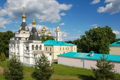 El centro histórico de Dmitrov, Rusia El Kremlin y las catedrales de la ciudad foto de archivo libre de regalías