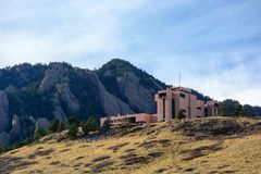 El centro nacional de la universidad para Atmospheric Research en Boulder, Colorado imagen de archivo libre de regalías
