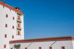 El centro turístico de montaña de Chengde, Putuo, provincia de Hebei, por la Casa Blanca Pingtiao se eleva Foto de archivo