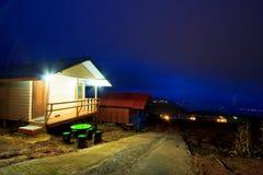 El centro turístico en la noche Foto de archivo libre de regalías