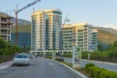 El centro turístico moderno con los nuevos hoteles en Budva en el Adriático montenegro Fotos de archivo libres de regalías