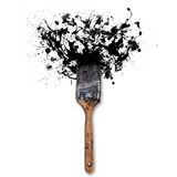 El cepillo con salpica de la tinta negra En el fondo blanco Imagen de archivo libre de regalías