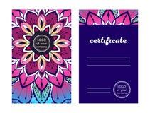 El certificado de la yoga del diseño coloreó la mandala decorativa en un fondo oscuro stock de ilustración