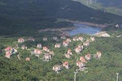 El chalet anaranjado en las montañas en Shenzhen oct del este imagen de archivo libre de regalías