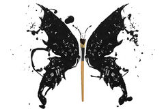 El chapoteo y la brocha negros de la pintura hicieron la mariposa Foto de archivo
