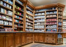 El chocolate belga y la otra tienda de los dulces imagen de archivo libre de regalías