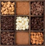 El chocolate clasificado salta adentro un rectángulo de las impresoras Foto de archivo libre de regalías