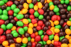 El chocolate cubrió bolas foto de archivo