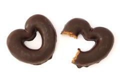 El chocolate cubrió corazones del pan de jengibre Imágenes de archivo libres de regalías