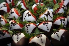 El chocolate cubrió las fresas Imagen de archivo