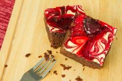 El chocolate cubrió los brownie de la fresa Imagen de archivo libre de regalías