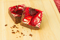 El chocolate cubrió los brownie de la fresa Foto de archivo libre de regalías
