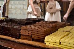 El chocolate en la tabla en la calle de Europa Fotos de archivo libres de regalías