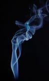 El chorrito del humo se alza fotografía de archivo