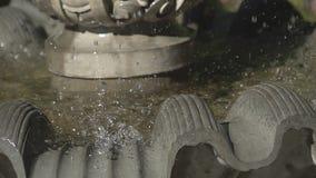 El chorro del agua de una fuente Chapoteo del agua en la fuente metrajes