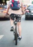 el ciclista va abajo de la calle Fotografía de archivo libre de regalías