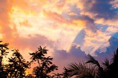 El cielo antes de la puesta del sol Imagenes de archivo