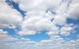 El cielo azul con las nubes Fotografía de archivo libre de regalías