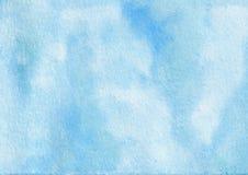 El cielo azul del extracto exhausto de la acuarela de la mano salpicó el fondo texturizado foto de archivo libre de regalías