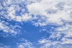 El cielo azul extenso Foto de archivo libre de regalías